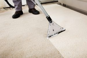 man-professional-service-carpet-cleaning- Bloomington IL